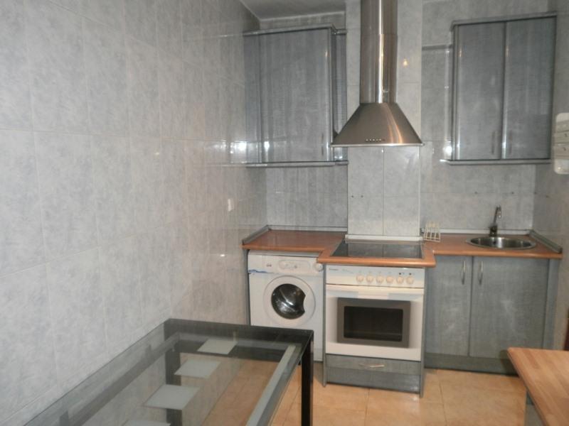 Piso en venta en Sierrapando, Torrelavega, Cantabria, Avenida Bilbao, 49.000 €, 3 habitaciones, 1 baño, 76 m2
