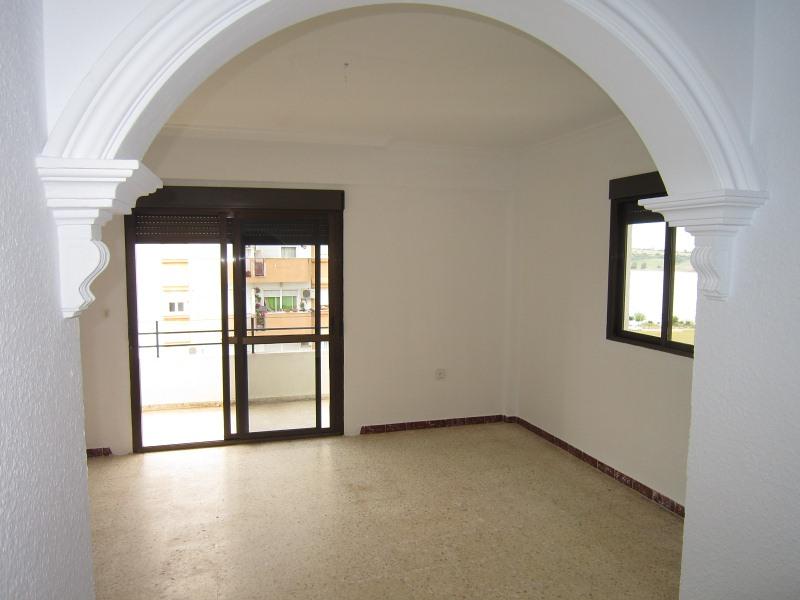 Piso en venta en Arcos de la Frontera, Cádiz, Avenida Sombrero de Tres Picos, 43.000 €, 2 habitaciones, 1 baño, 79 m2