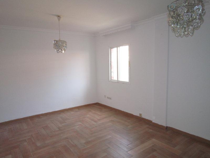 Piso en venta en La Línea de la Concepción, españa, Calle Guadiaro, 73.000 €, 2 habitaciones, 1 baño, 76 m2