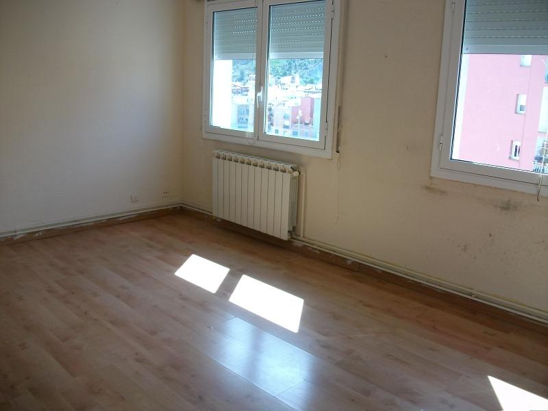 Piso en venta en Santa Margarida de Montbui, Barcelona, Carretera Valls, 39.000 €, 3 habitaciones, 1 baño, 71 m2