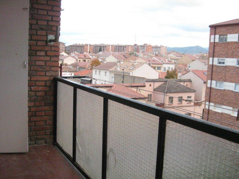 Piso en venta en La Albuera, Segovia, Segovia, Calle Santa Teresa de Jesus, 80.000 €, 3 habitaciones, 1 baño, 78 m2