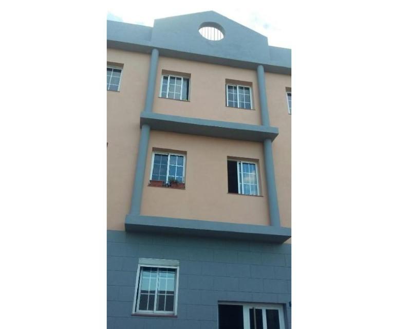 Piso en venta en San Cristobal de la Laguna, Santa Cruz de Tenerife, Calle Narciso de Vera, 61.000 €, 3 habitaciones, 1 baño, 64 m2
