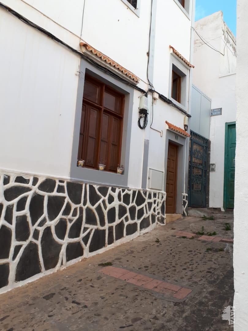 Piso en venta en Arucas, Las Palmas, Calle Sor Candida Suarez, 89.973 €, 3 habitaciones, 1 baño, 115 m2