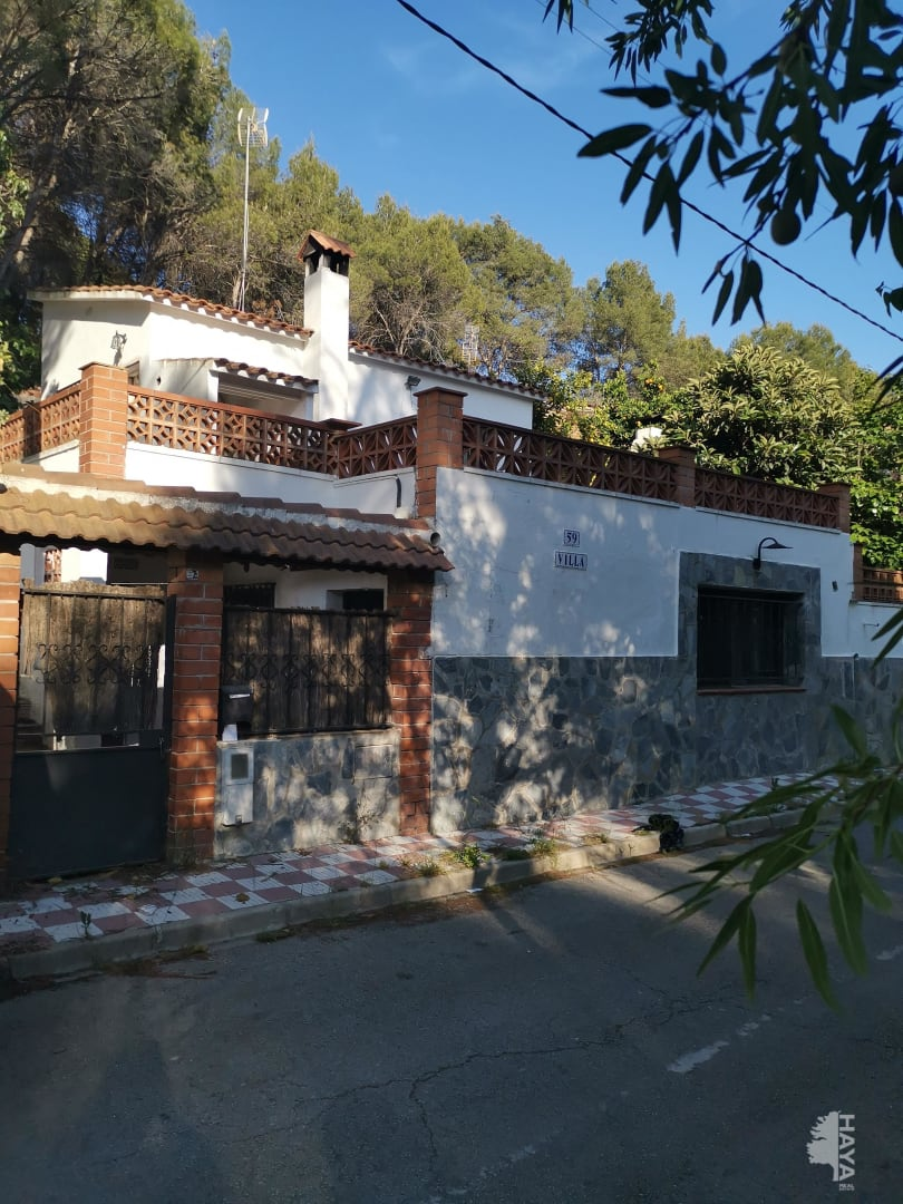 Casa en venta en La Vinya Vella, Esparreguera, Barcelona, Calle Santiago Ruisiol, 111.960 €, 2 habitaciones, 1 baño, 79 m2