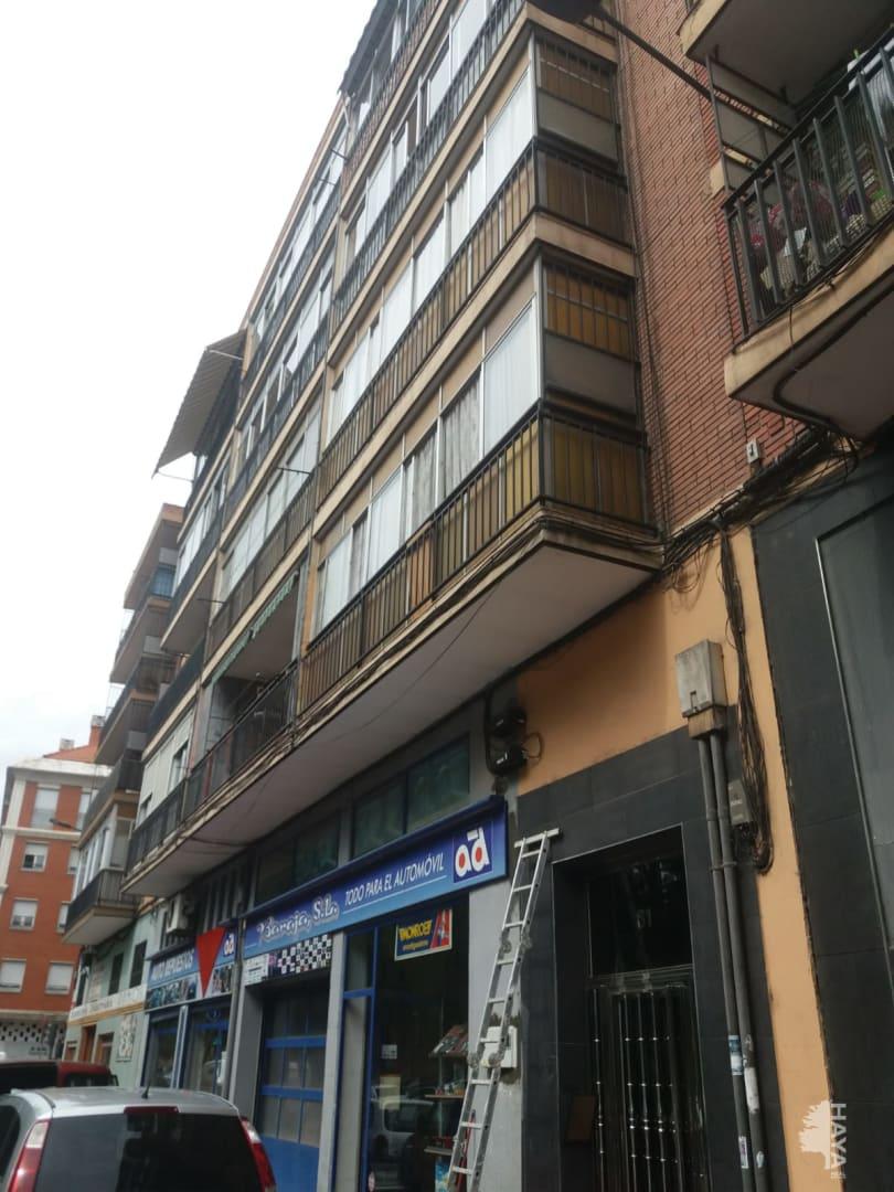 Piso en venta en Pajarillos, Valladolid, Valladolid, Calle Faisan, 42.000 €, 2 habitaciones, 1 baño, 74 m2