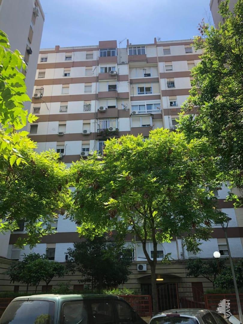 Piso en venta en Distrito Macarena, Sevilla, Sevilla, Calle Poeta Fernando de los Rios, 47.000 €, 3 habitaciones, 1 baño, 84 m2