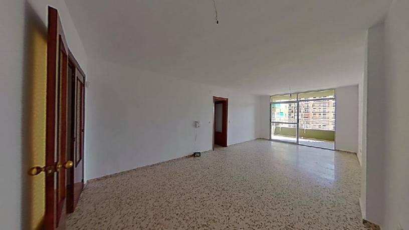 Piso en venta en Torremolinos, Málaga, Calle Plaza Goya, 170.000 €, 4 habitaciones, 2 baños, 140 m2