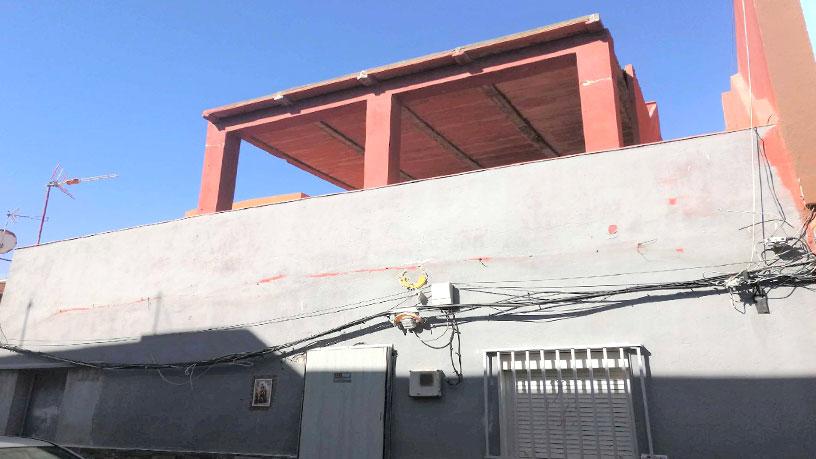 Casa en venta en La Línea de la Concepción, Cádiz, Calle Villaverde, 63.340 €, 2 habitaciones, 1 baño, 84 m2