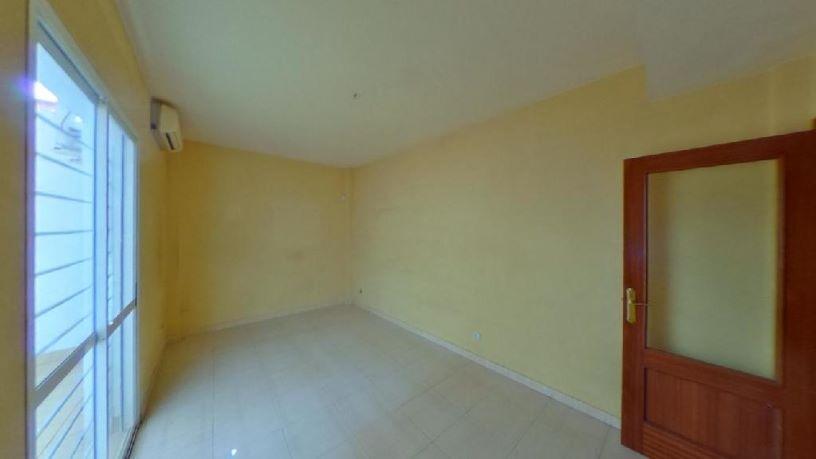Piso en venta en Lucena, Córdoba, Plaza Plaza de la Barrera, 54.100 €, 1 habitación, 1 baño, 48 m2