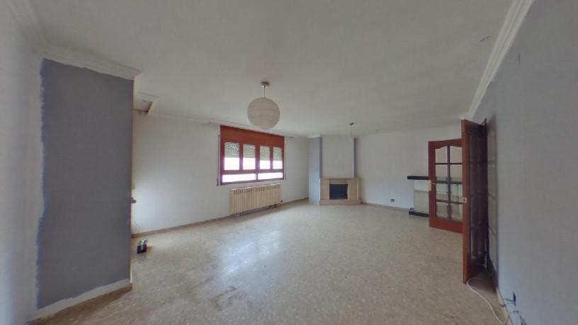 Piso en venta en El Secà de Sant Pere, Lleida, Lleida, Calle Mossen Sole N, 140.400 €, 1 baño, 150 m2