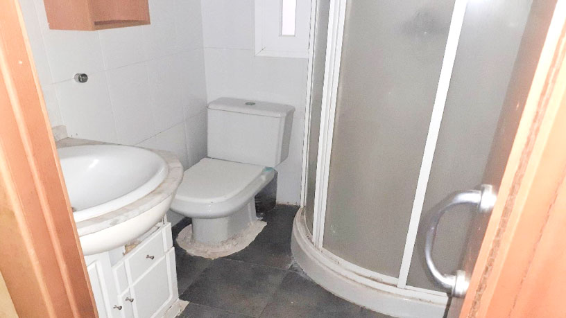 Piso en venta en Xalets - Humbert Torres, Lleida, Lleida, Calle Alfred Perenya, 61.100 €, 3 habitaciones, 1 baño, 96 m2