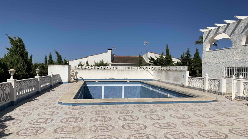 Casa en venta en Torrevieja, Alicante, Calle Holanda - Urba. los Balcone, 387.910 €, 5 habitaciones, 3 baños, 200 m2