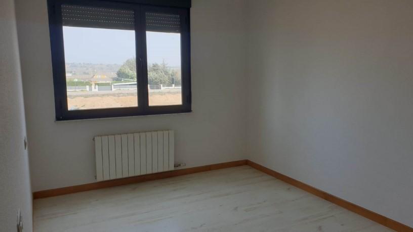 Piso en venta en Nuevo Naharros, Pelabravo, Salamanca, Calle Ubz, 98.500 €, 2 baños, 150 m2