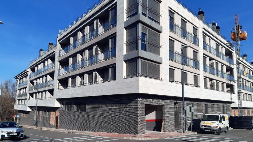 Piso en venta en Albelda de Iregua, Albelda de Iregua, La Rioja, Calle Comediantes, 59.100 €, 1 baño, 131 m2