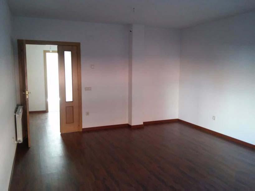 Piso en venta en Piso en la Lastrilla, Segovia, 142.000 €, 3 habitaciones, 2 baños, 136 m2