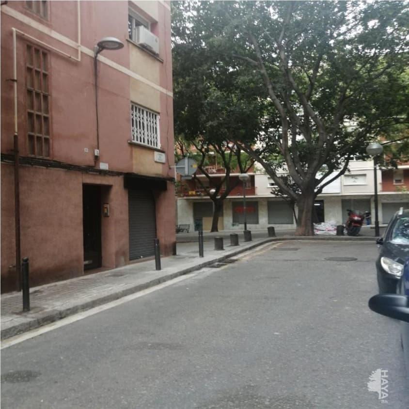 Piso en venta en Nou Barris, Barcelona, Barcelona, Calle Moli, 105.800 €, 3 habitaciones, 1 baño, 62 m2