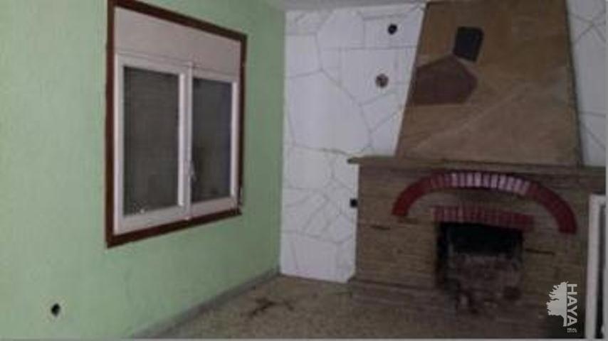 Casa en venta en Ca la Cristina, Torrelles de Foix, Barcelona, Calle Dragó, 135.100 €, 4 habitaciones, 2 baños, 167 m2