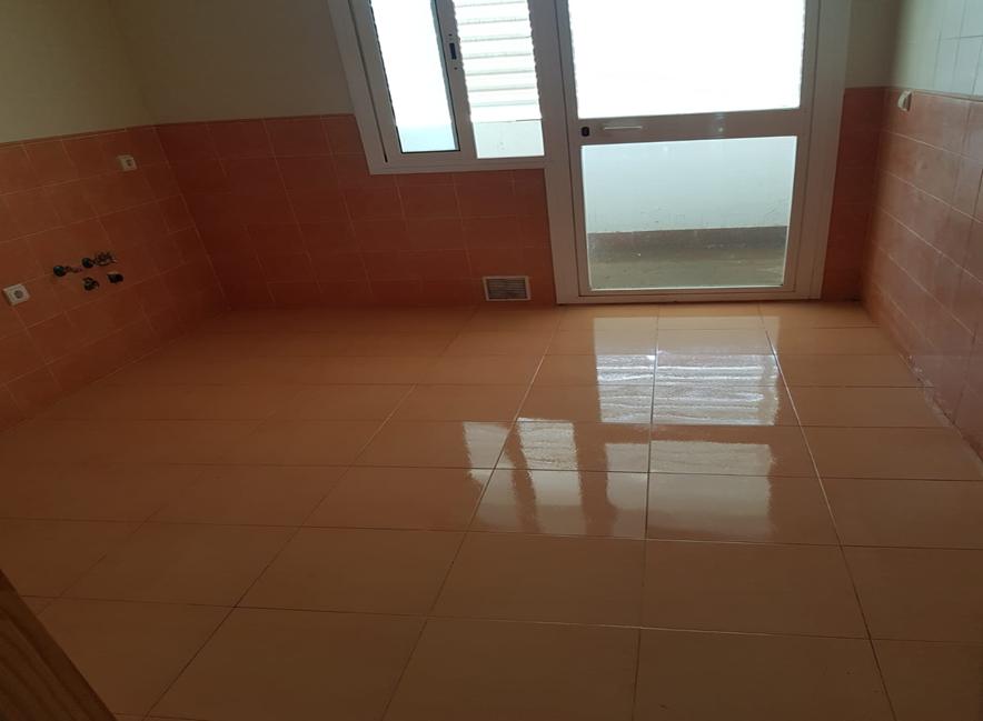 Piso en venta en Algeciras, Cádiz, Calle Cid Campeador, 95.900 €, 3 habitaciones, 1 baño, 79 m2