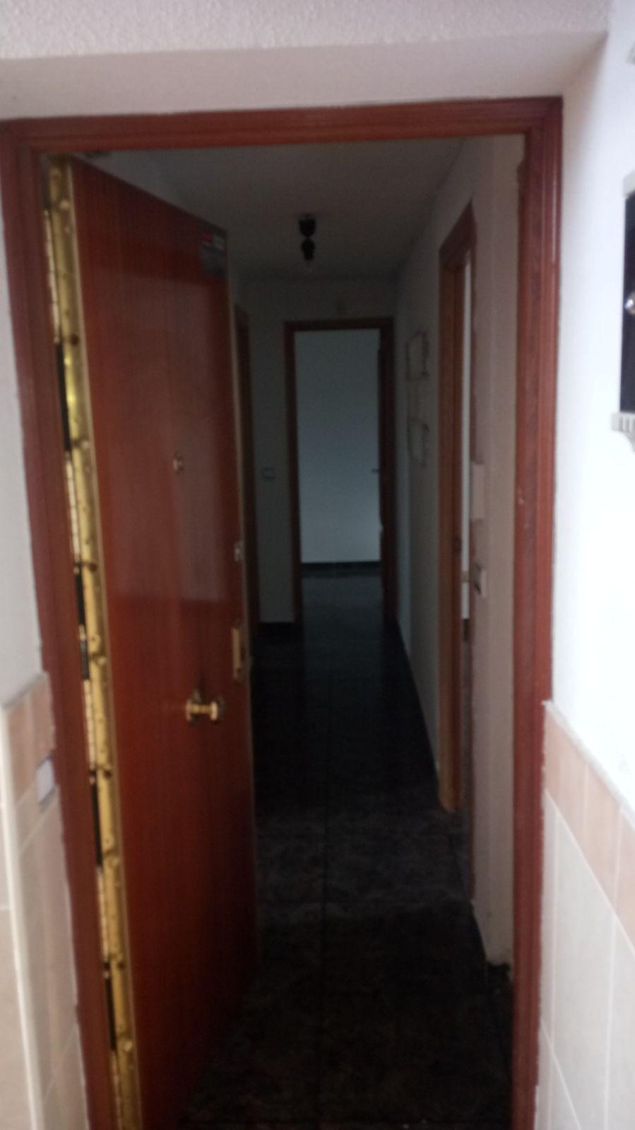 Piso en venta en Azuqueca de Henares, Guadalajara, Calle San Ignacio, 70.000 €, 3 habitaciones, 2 baños, 77 m2