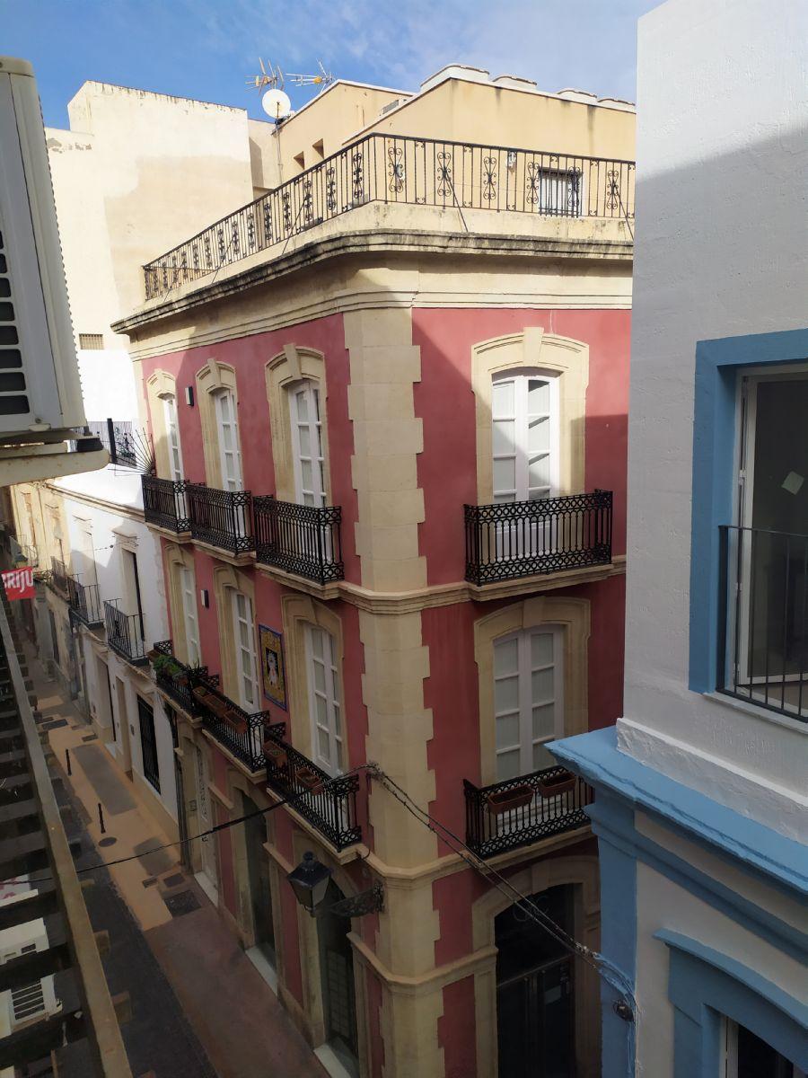 Piso en venta en 40001, Almería, Almería, Calle Hernan Cortés, 124.800 €, 5 habitaciones, 2 baños, 156 m2