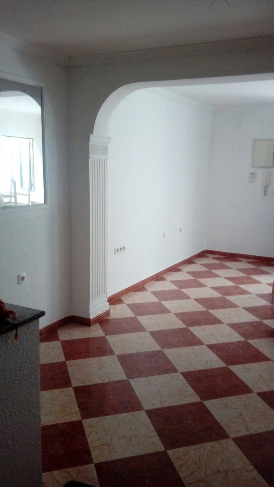 Piso en venta en Distrito Cerro-amate, Sevilla, Sevilla, Calle Solidaridad, 58.000 €, 2 habitaciones, 1 baño, 67 m2