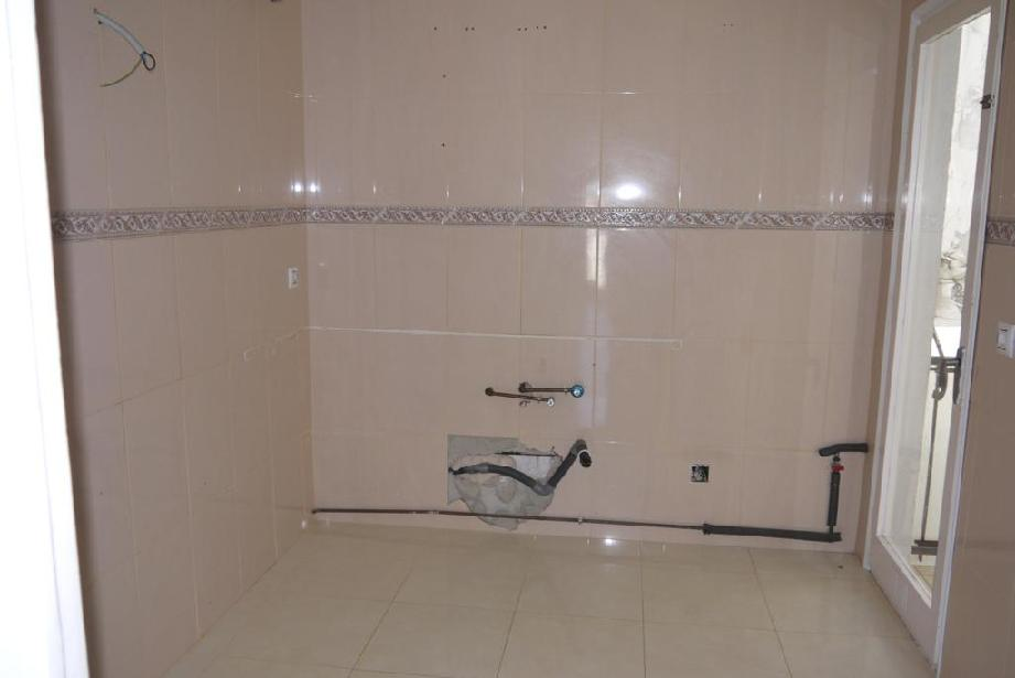 Piso en venta en Figueres, Girona, Avenida Perpinya, 90.000 €, 4 habitaciones, 2 baños, 104 m2