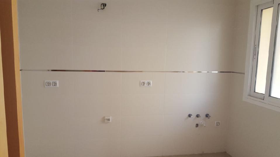 Piso en venta en Almería, Almería, Calle Medinas, 60.000 €, 2 habitaciones, 1 baño, 83 m2