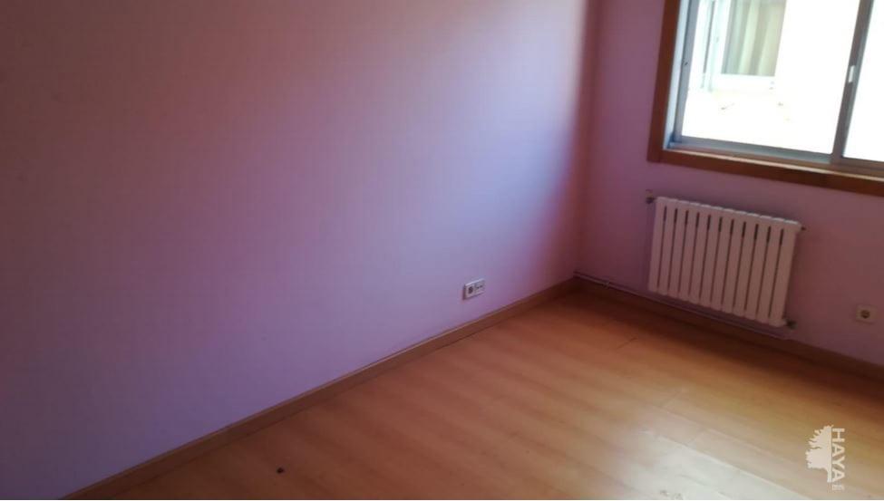 Piso en venta en Piso en Oleiros, A Coruña, 71.820 €, 3 habitaciones, 2 baños, 109 m2