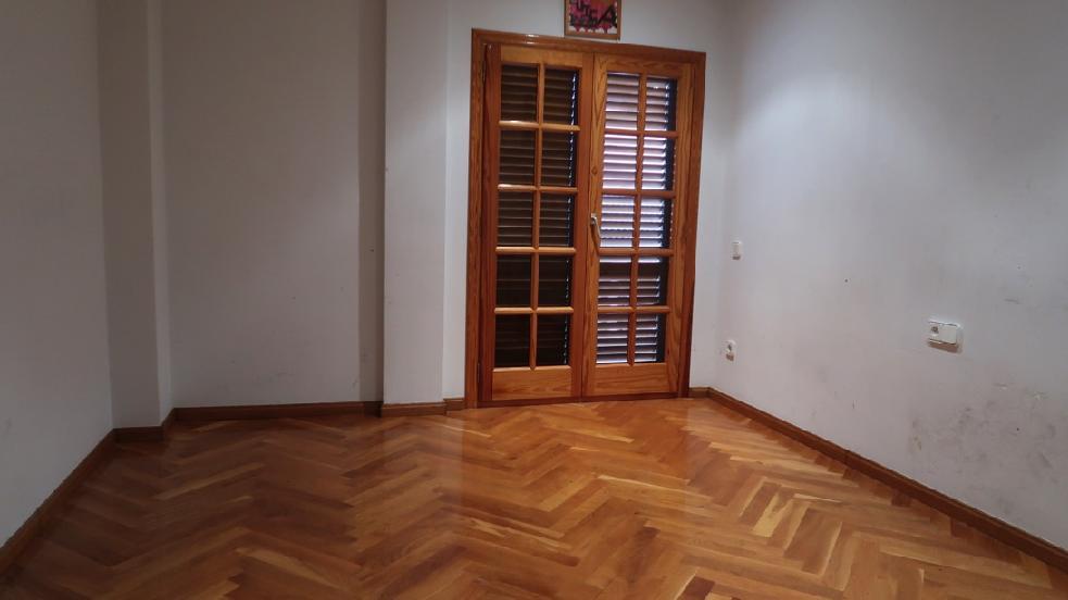 Piso en venta en Amposta, Tarragona, Avenida Saragossa, 87.000 €, 3 habitaciones, 2 baños, 165 m2