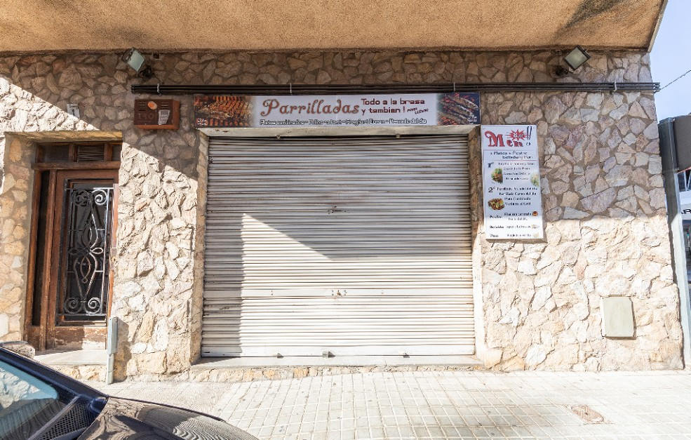 Local en venta en Local en Figueres, Girona, 60.000 €, 128 m2