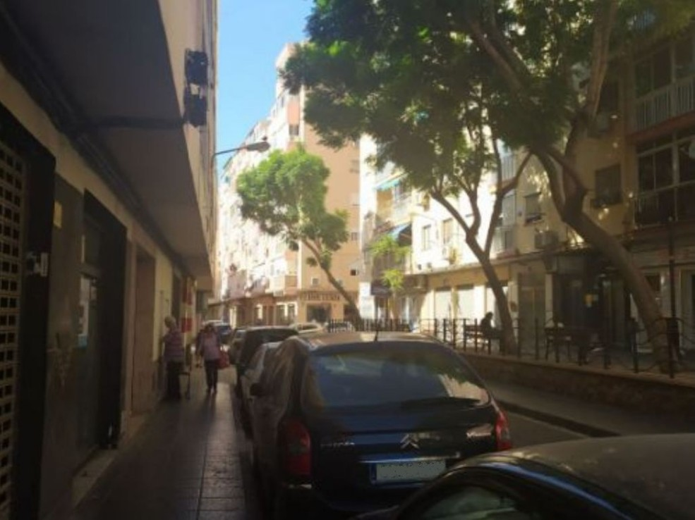 Local en venta en Local en Almería, Almería, 199.000 €, 168 m2