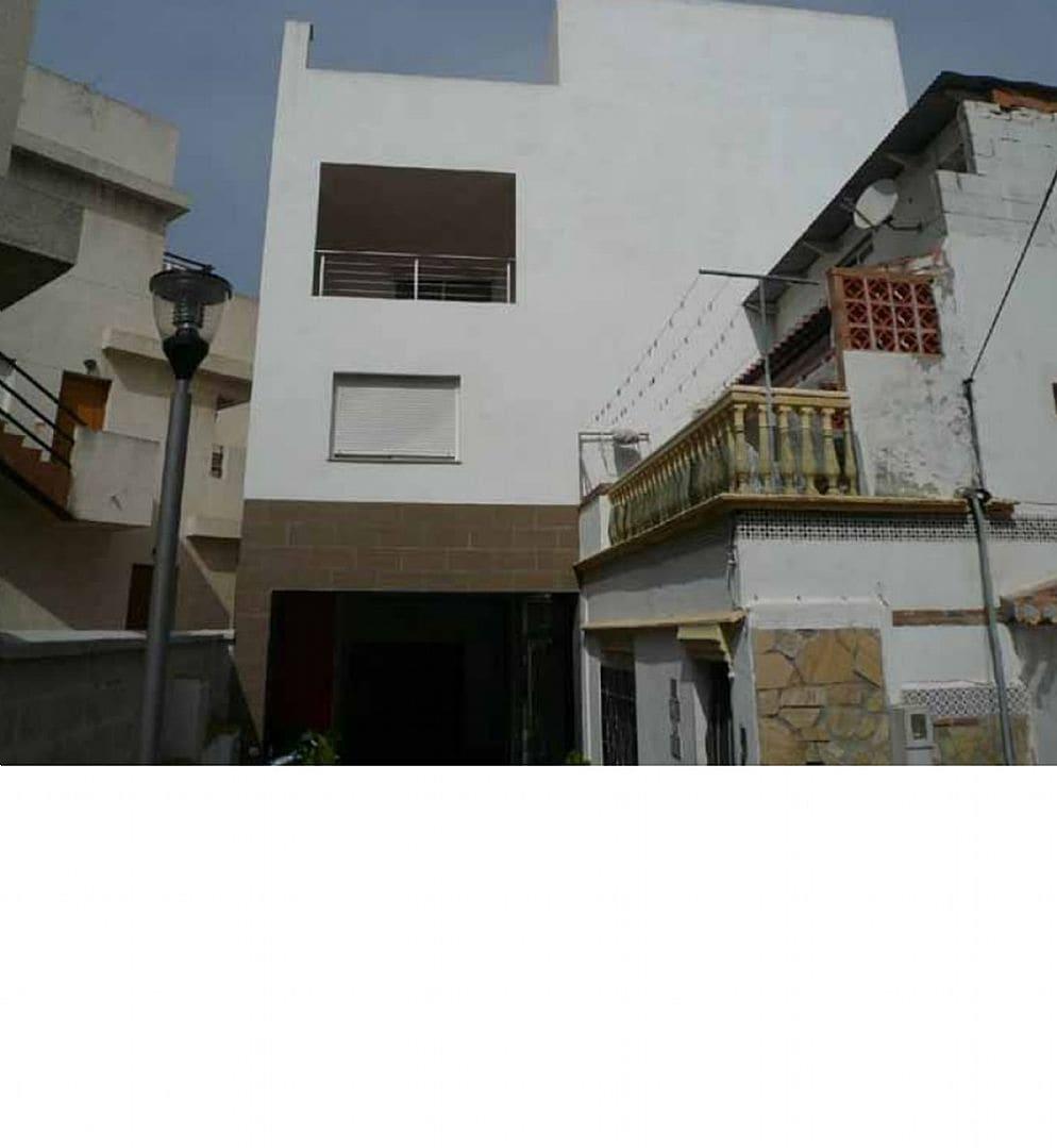 Piso en venta en Almuñécar, Granada, Calle la Maravillas, 114.883 €, 2 habitaciones, 2 baños, 77 m2