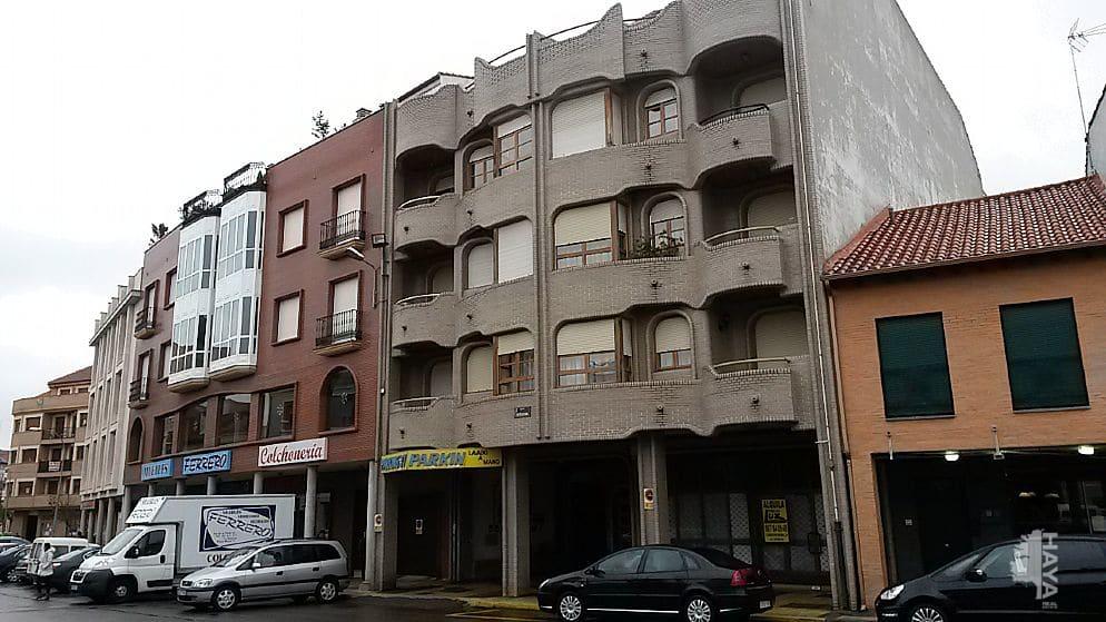 Piso en venta en La Bañeza, León, Avenida Via de la Plata, 100.000 €, 4 habitaciones, 1 baño, 148 m2