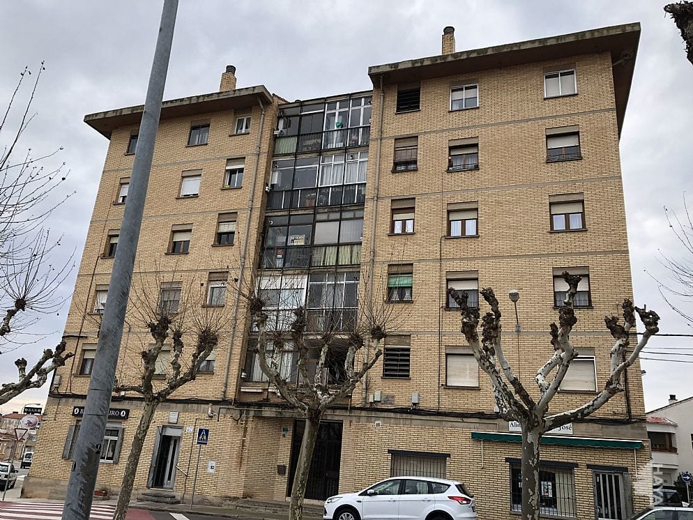 Piso en venta en Tudela, Tudela, Navarra, Calle Cm Tronzaires, 82.000 €, 4 habitaciones, 1 baño, 134 m2